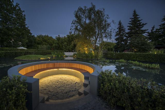Свет в саду